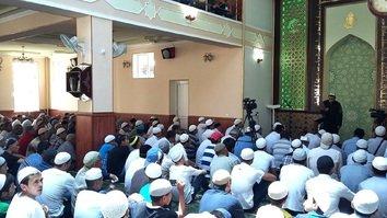 Мусульмане в Кыргызстане выступают в защиту своей религии