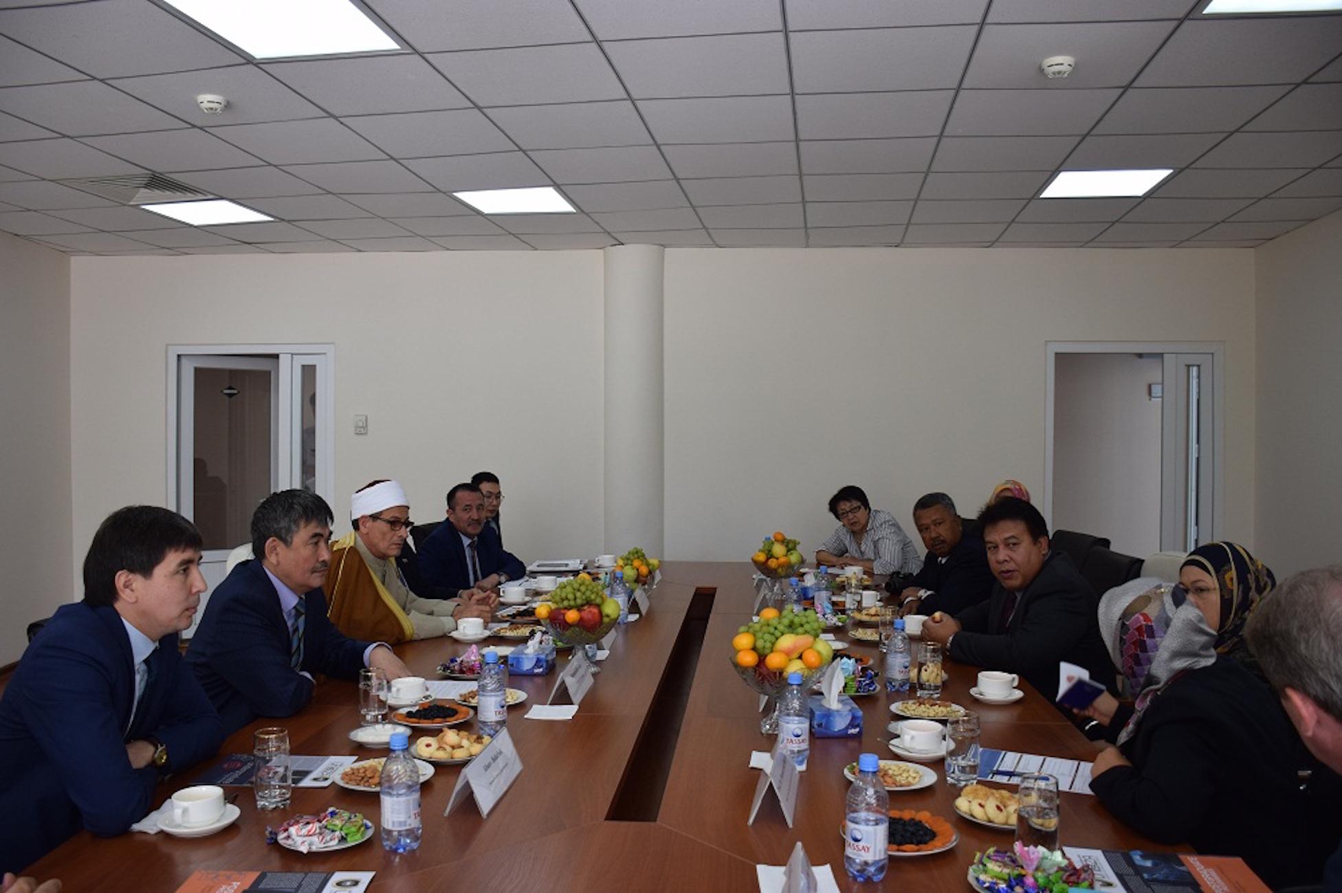В Казахстане борются с экстремизмом, совершенствуя религиозное образование