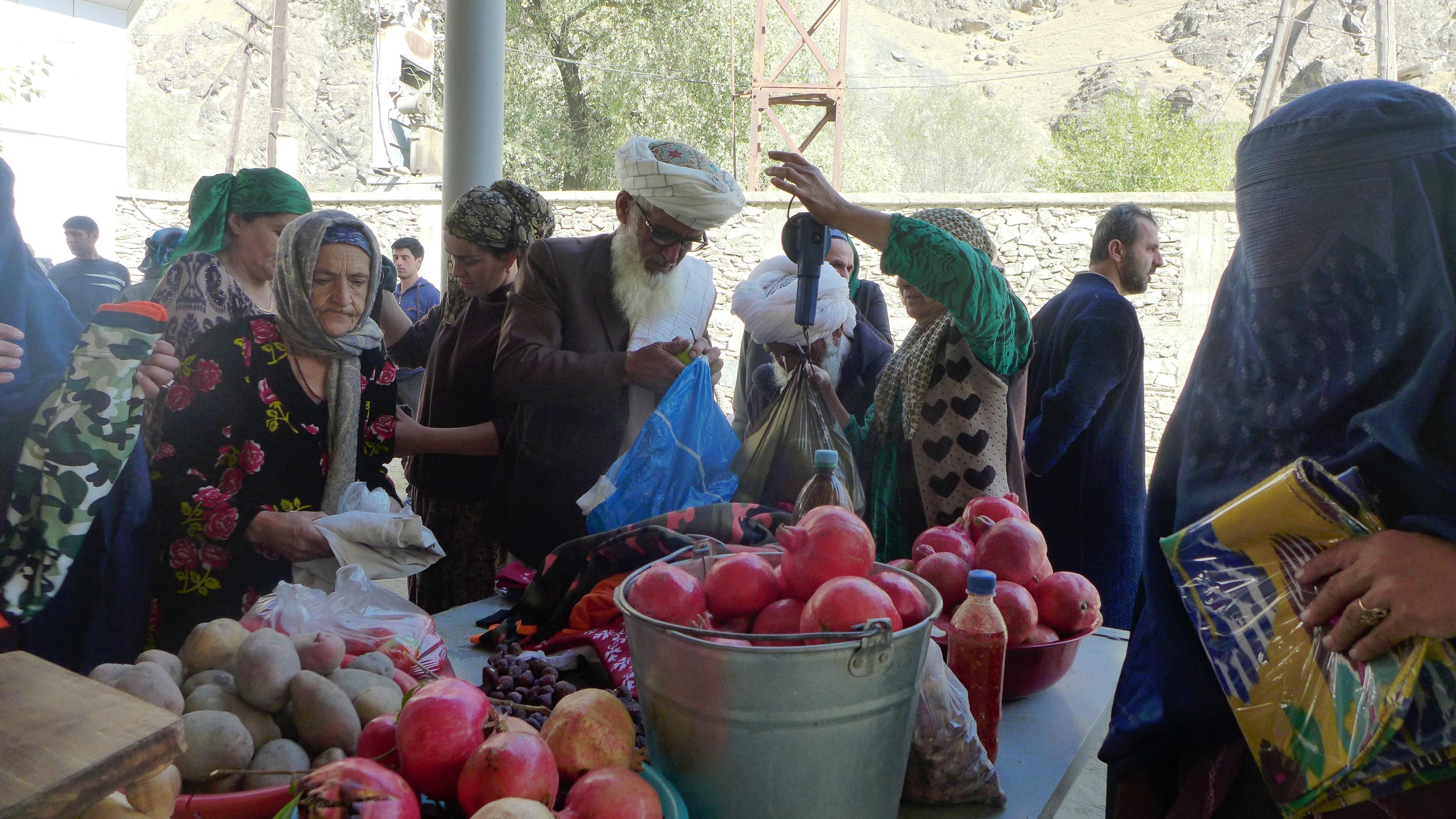 Таджикистан: из-за угрозы нашествия талибов закрылись два приграничных рынка