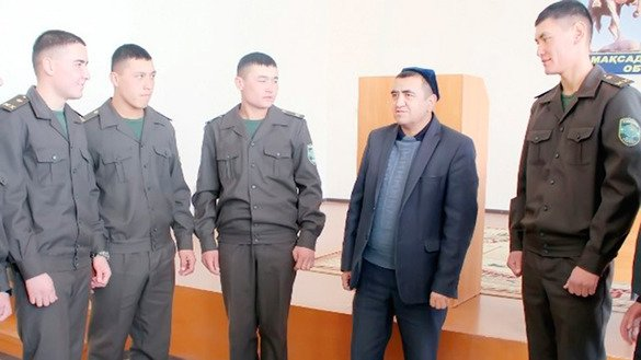 Imam Makhrujon Abdusaitov (2nd from right) speaks to SNB personnel in Tashkent in November about the threat of extremism. [Defence Ministry photo obtained by Maksim Yeniseyev]
