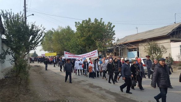 Kyrgyz march in Osh Province October 29 to denounce extremism and terrorism. [Photo obtained by Erkin Kamalov]