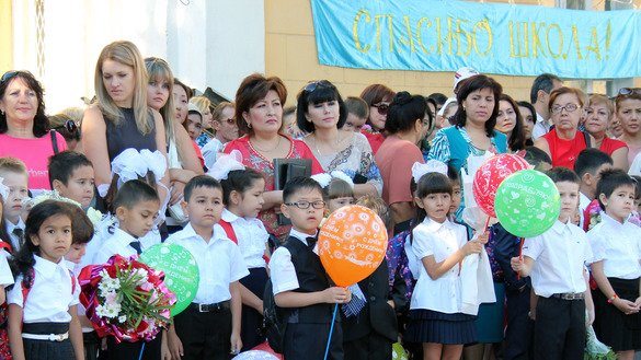 Tashkent schoolchildren of various ethnicities await the opening bell of September 1, the first day of school. [Maksim Yeniseyev]