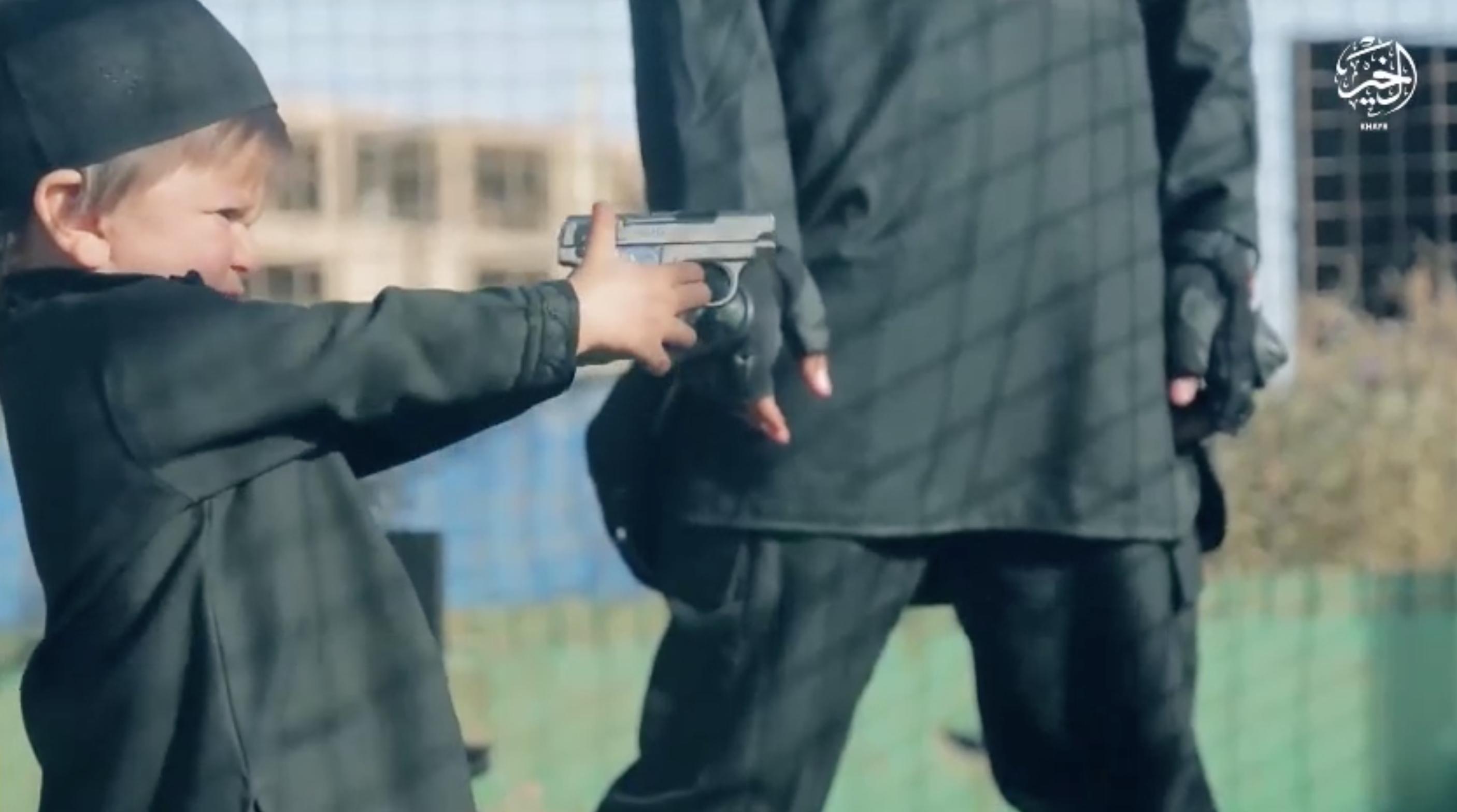 Последний видеоролик: ИГИЛ превращает детей в палачей