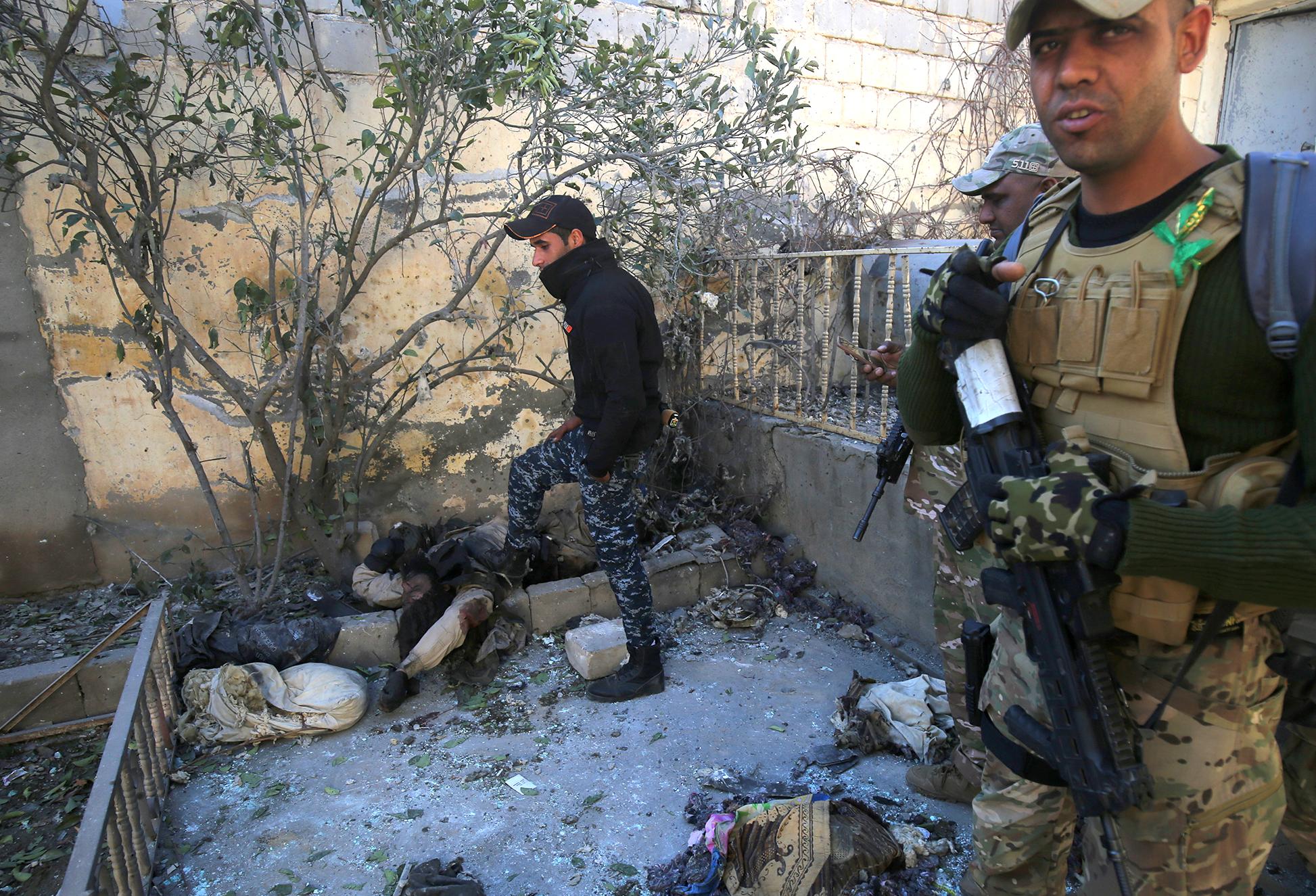 Комментарии наблюдателей: пропагандистская машина ИГИЛ начинает давать сбои