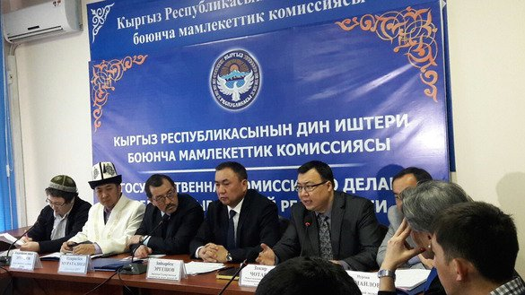 The State Commission for Religious Affairs hosted a roundtable at its headquarters in Bishkek on March 10 for agency officials and experts to discuss their work in countering the spread of radical ideas and promoting traditional Islam. [Asker Sultanov]