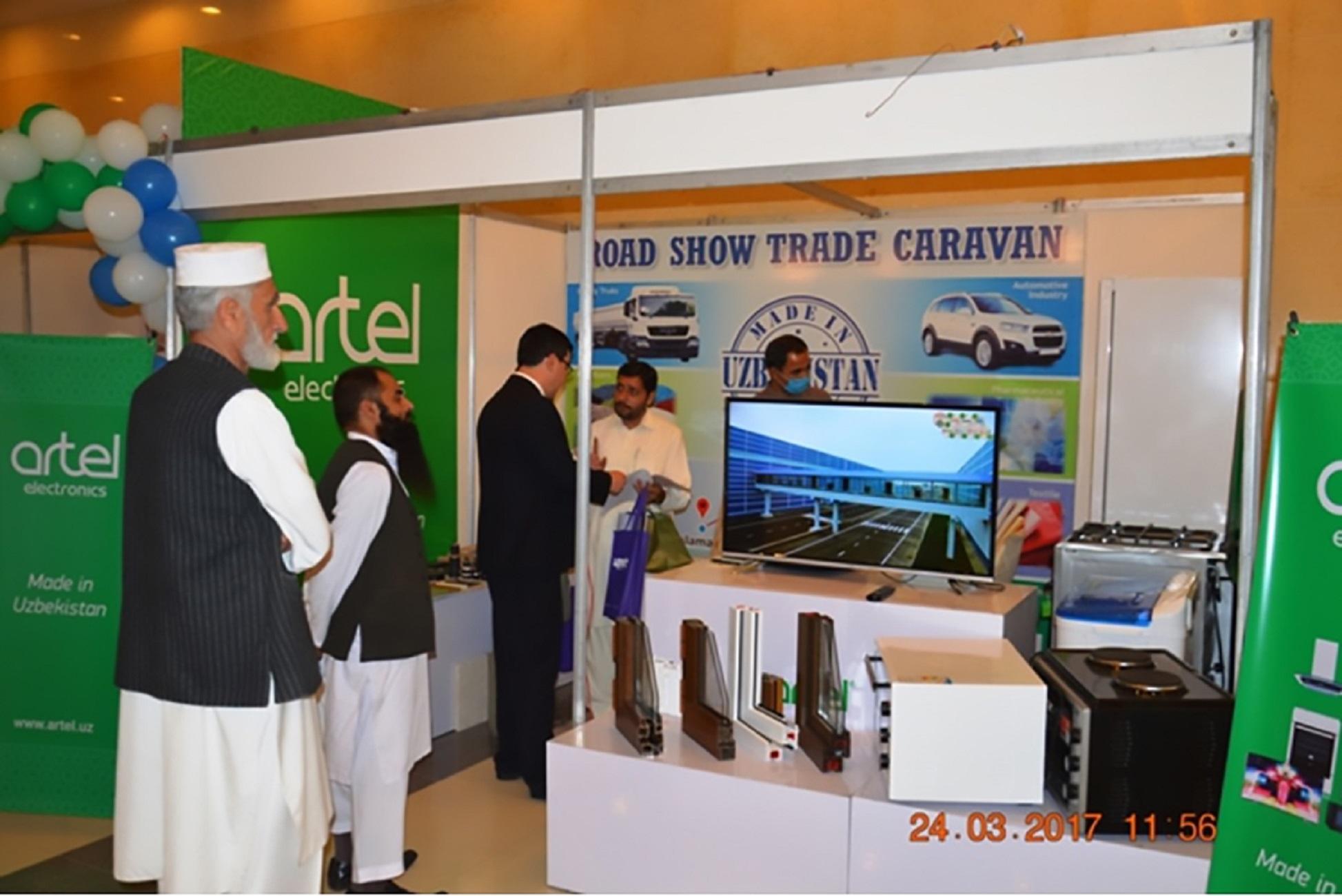 "Узбекские предприниматели представили продукцию на выставке ""Abad Jand Expo"" в Исламбаде 24-26 марта. [МИД Узбекистана]"