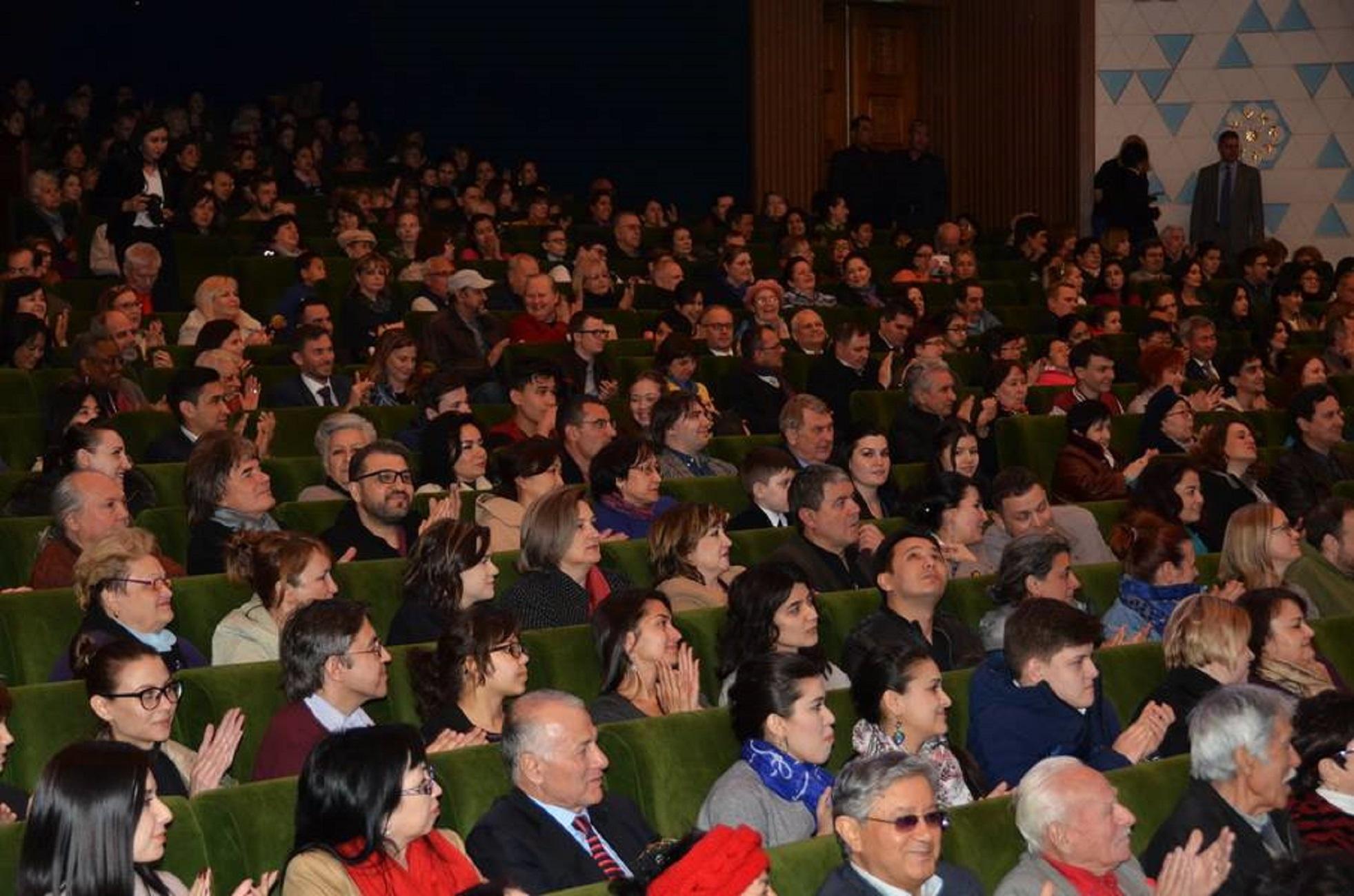 Публика на выступлении латвийского трио «AG 3» и певицы Айи Витолини. Ташкент, 5 апреля. [ЮНЕСКО]