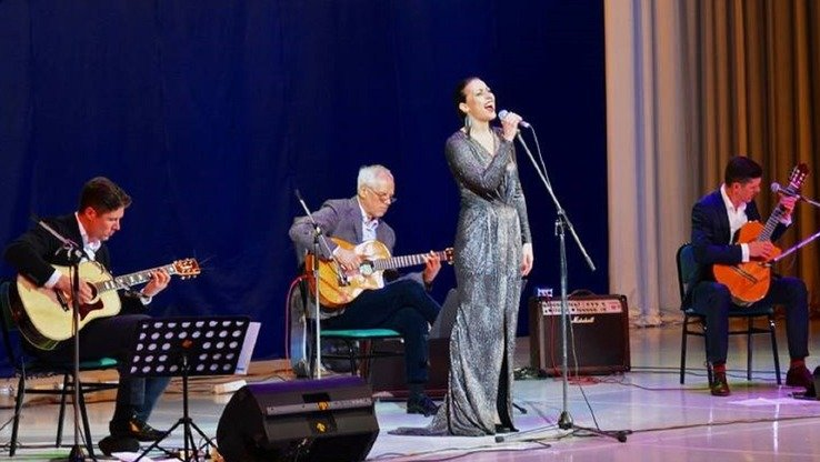 The Latvian trio AG 3 o and singer Aija Vītoliņa perform in Tashkent April 5. [UNESCO]