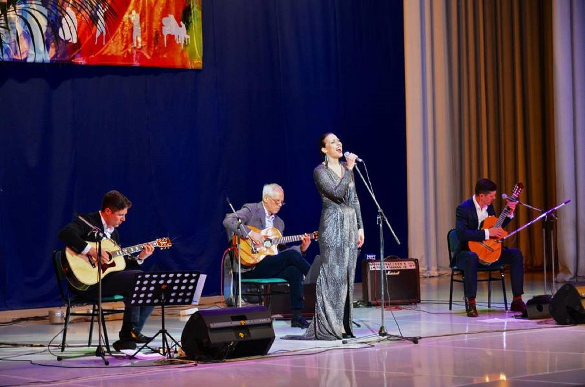 """Концерт латвийского трио """"AG 3"""" и певицы Айи Витолини. Ташкент, 5 апреля. [ЮНЕСКО]"""