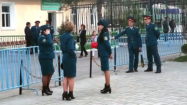 Male and female police share guard duties in Milliy Bog Park in Tashkent March 21. [Maksim Yeniseyev]