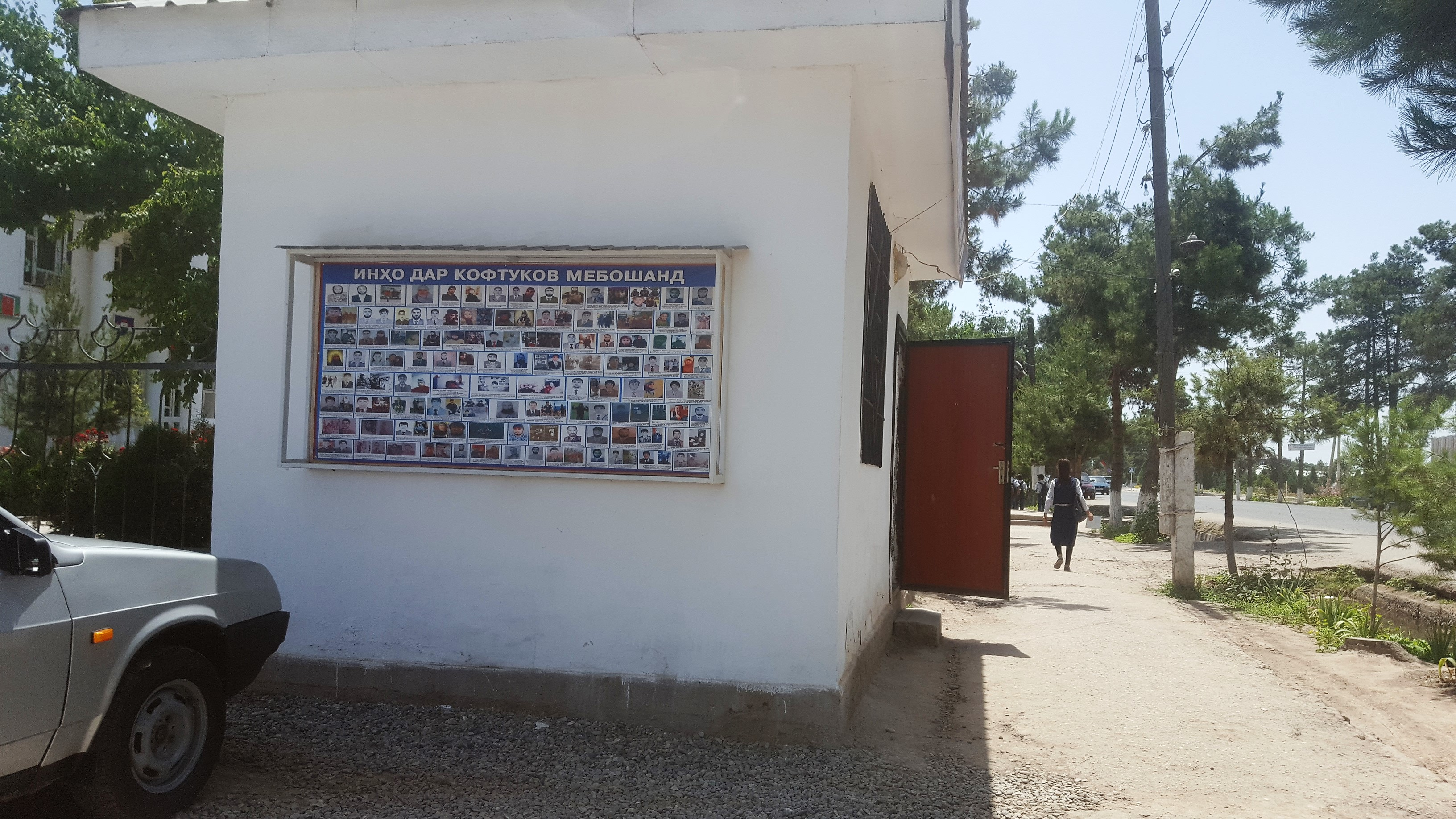 Списки местных жителей в розыске, подозреваемых в отбытии в Сирию и Ирак. Район Бохтар, 26 мая. [Надин Баром]