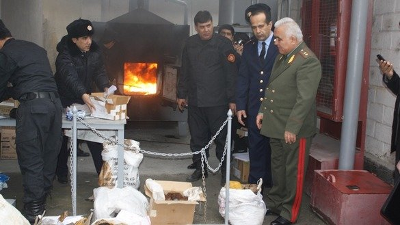 Tajik Drug Control Agency [AKN] personnel burn confiscated drugs in Dushanbe last December 24. [Courtesy of AKN]