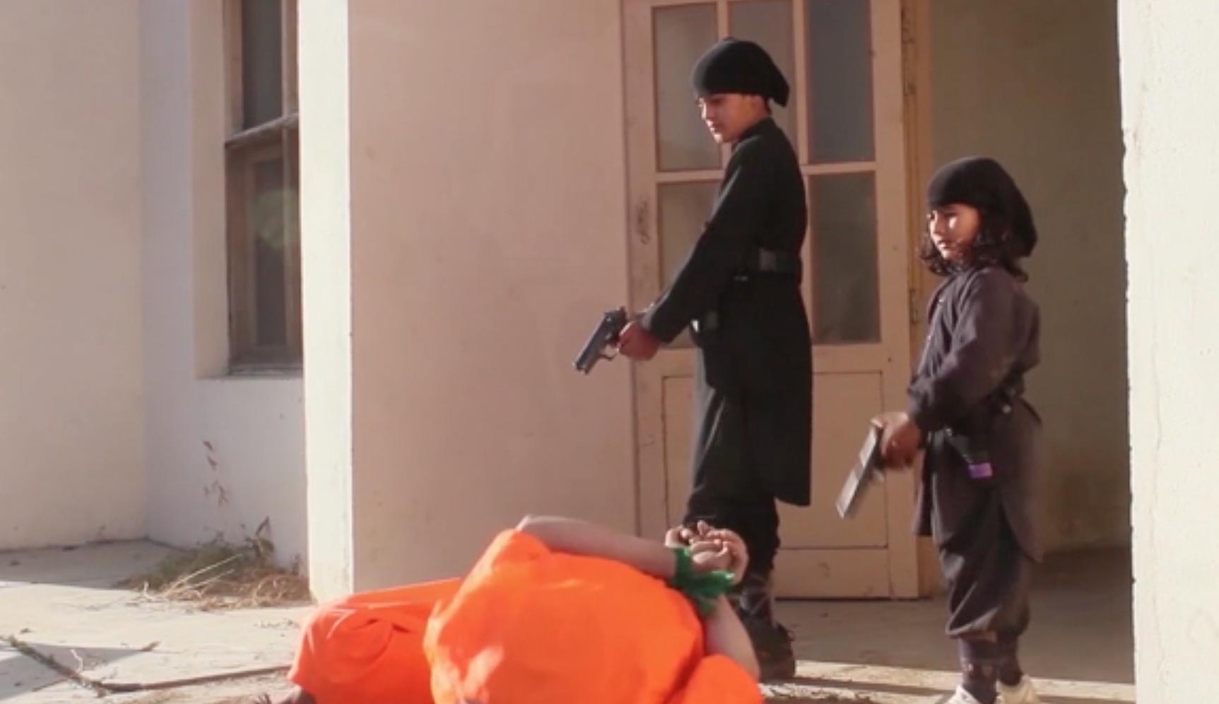 Новое видео «Вилаят Хорасан»: дети казнят детей