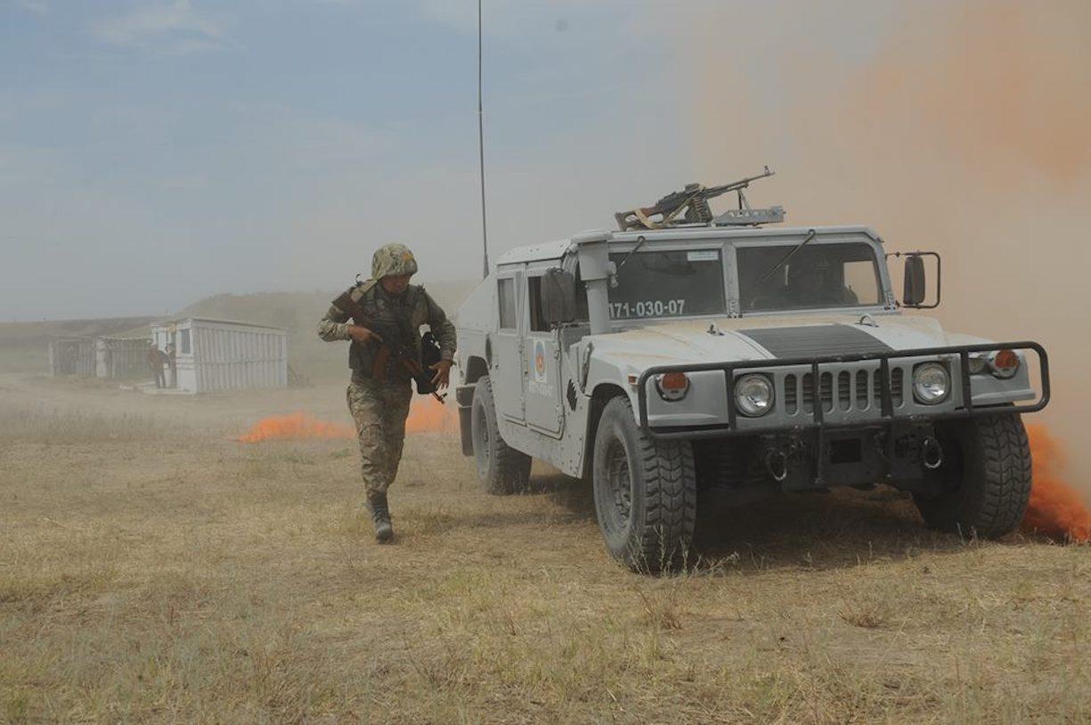 Казахстанские войска участвуют в международных учениях по поддержанию мира в Алматинской области 30 августа. [Владимир Третьяков]