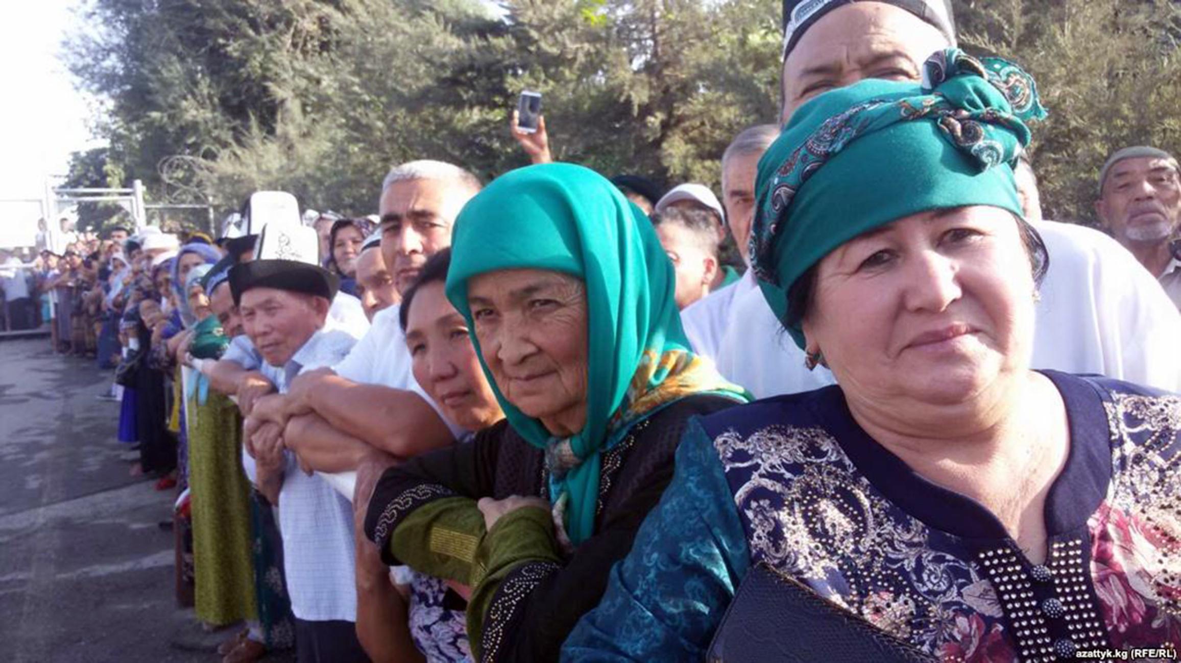 Кыргызские граждане 6 сентября с нетерпением ждут возобновления работы пограничного перехода Достук/Дустлик с Узбекистаном, который был закрыт в течение долгого времени. [Azattyk.kg / РСЕ/РС]