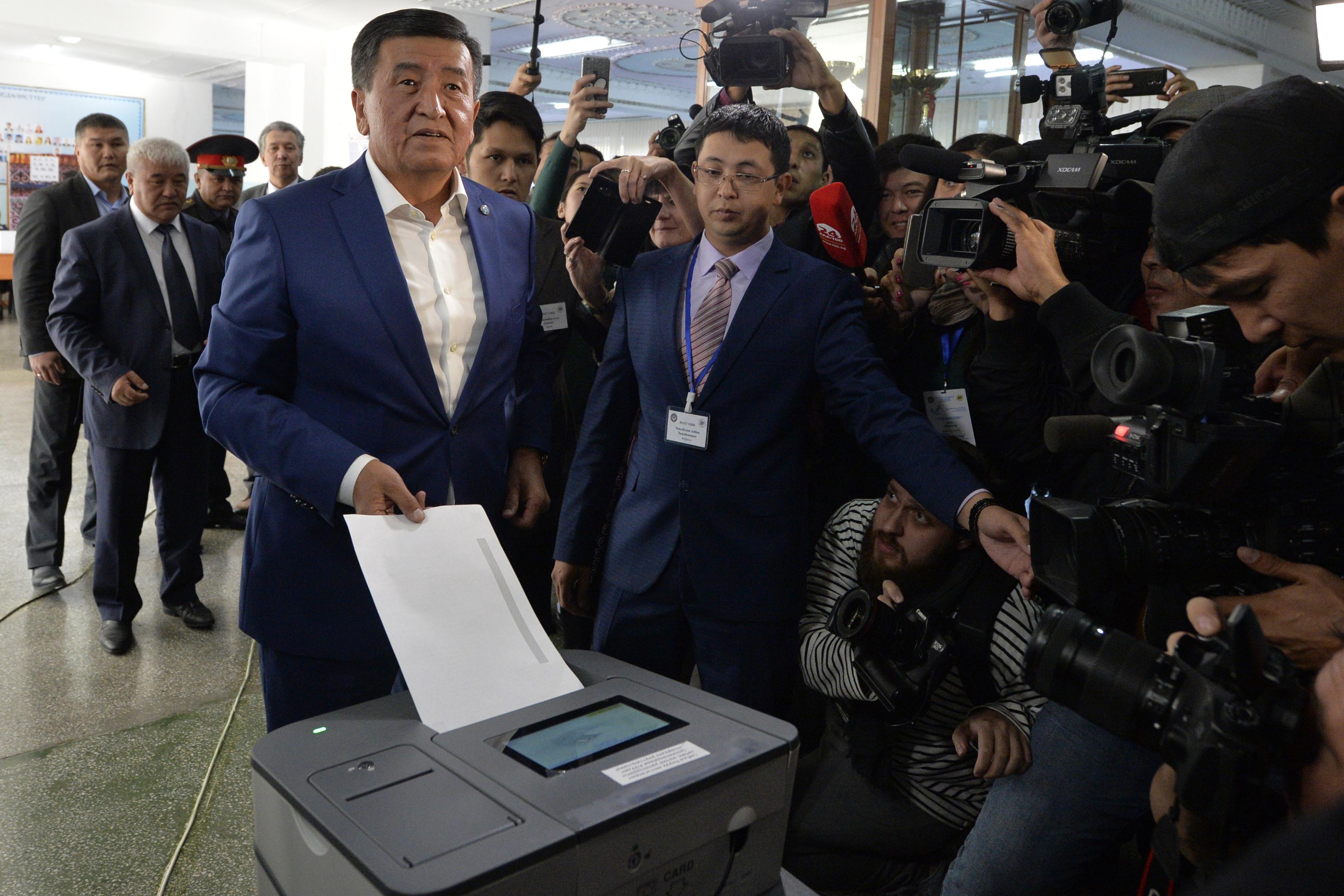 Наблюдатели считают, что президентские выборы в Кыргызстане прошли «организованно» и «справедливо»