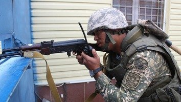 Kazakhstani troops learn to defend bases from terrorists