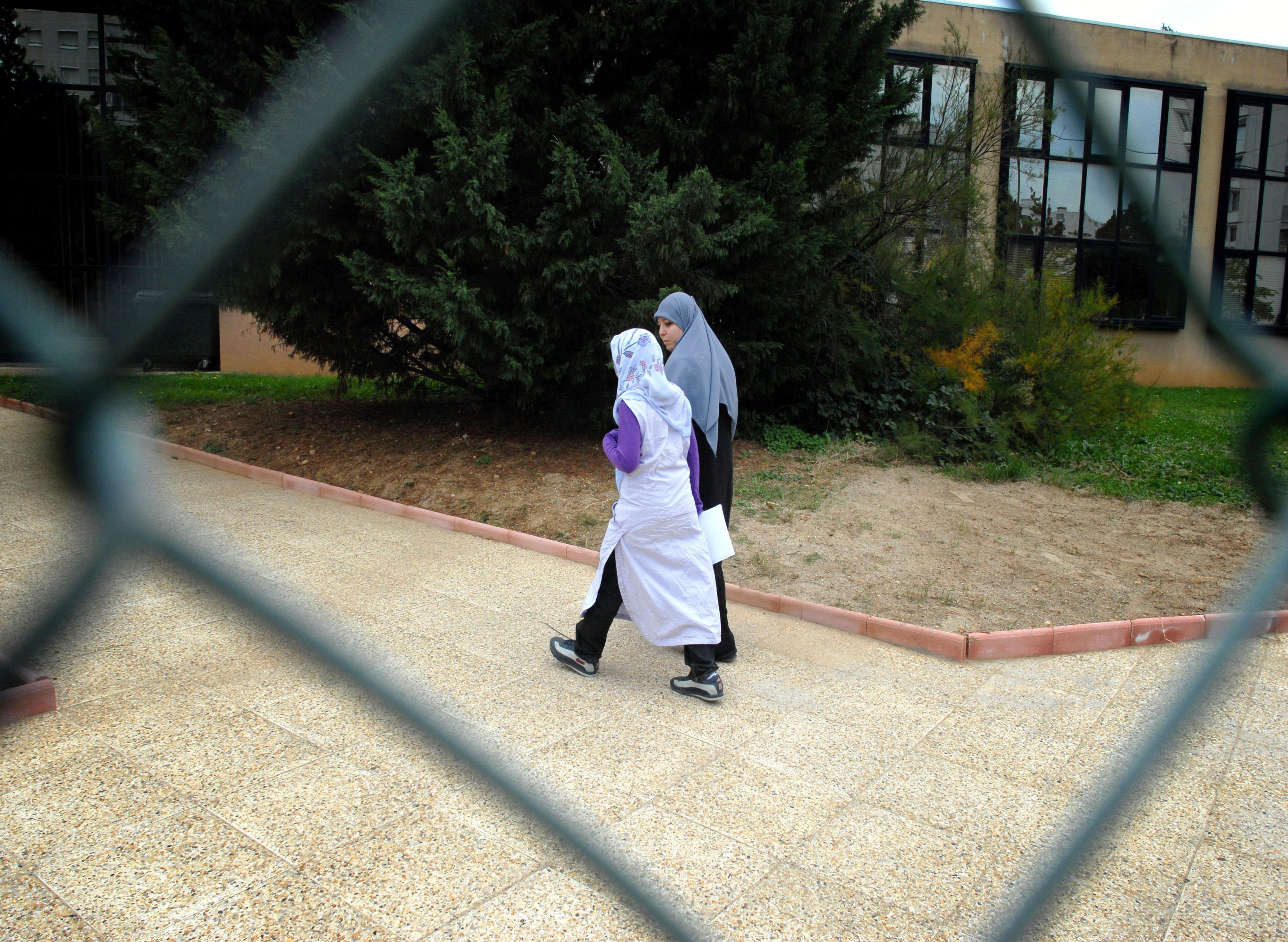 В казахстанских школах продолжаются дебаты по поводу запрета хиджаба