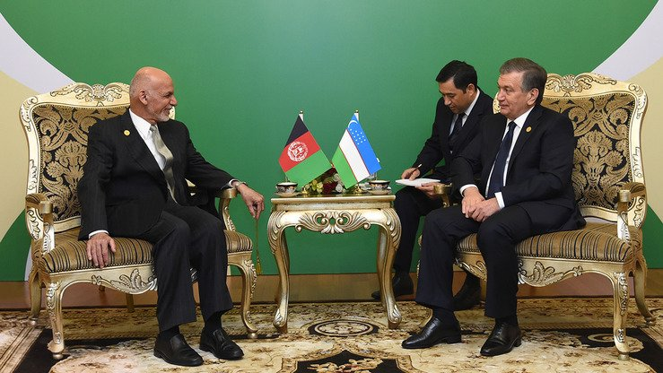 Afghan President Ashraf Ghani (left) and Uzbekistani counterpart Shavkat Mirziyoyev (right) negotiate during the Organisation of Islamic Co-operation summit in Astana, Kazakhstan, September 10. Uzbekistan is expecting a Ghani visit to Tashkent in early December. [Uzbekistani presidential press office]