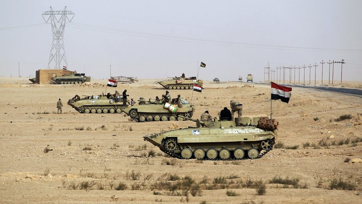 Iraqi forces advance towards al-Qaim, Anbar Province, on the Syrian border, as they battle IS remnant units November 2. [Ahmad Al-Rubaye/AFP]
