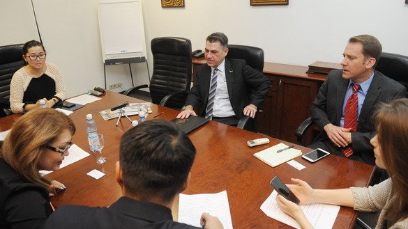 Assistant US Trade Representative for South and Central Asian Affairs Mark Linscott (centre) speaks with journalists about regional trade policy December 12 in Almaty. [Vladimir Tretyakov]