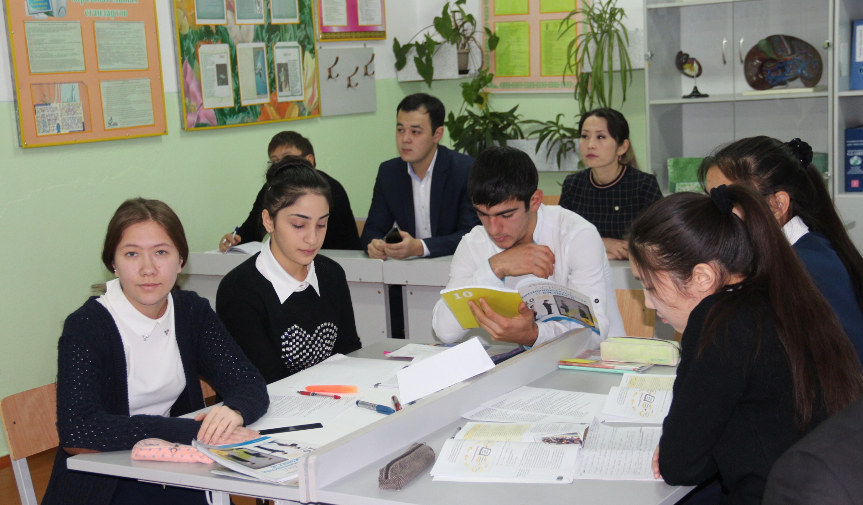 Kazakhstani high school students begin new course on business fundamentals