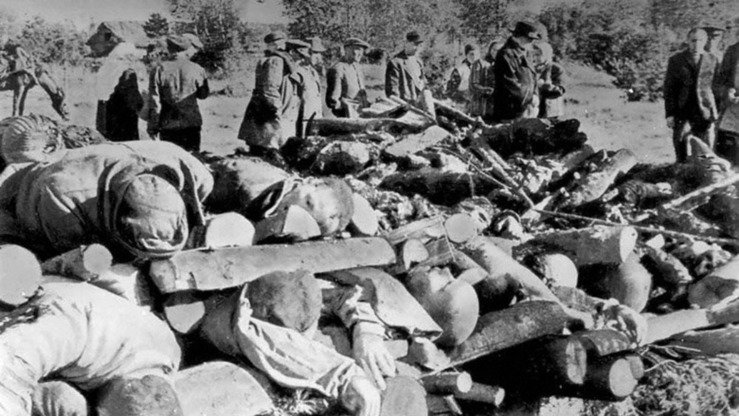 Bodies are piled up at a Karlag camp. At least 5.5 million people are believed to have been executed over Stalin's 30-year reign. [The Museum of Political Repression Victims' Memory of the Dolinka Settlement]