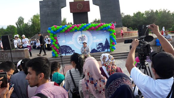 "Muslim magazine Umma and the local Muslim community hold a festival titled ""Ramadan: a Festival for the Soul"" May 26, 2017 in Bishkek. Umma regularly conducts social, humanitarian and charitable activities in Bishkek and Osh, Umma editor-in-chief Eliana Maryam Satarova told Caravanserai. [Asker Sultanov]"