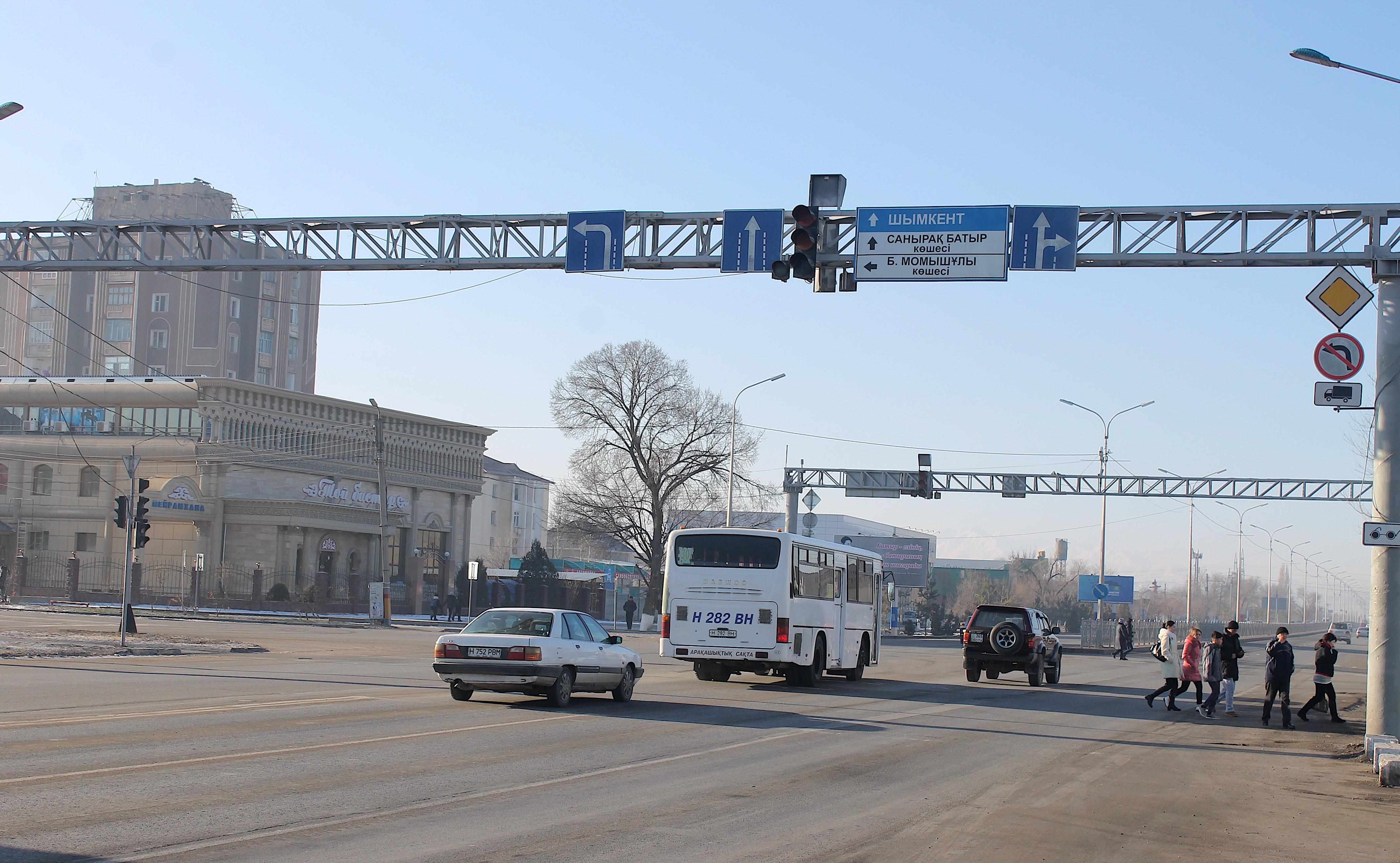 New Kazakhstan-Uzbekistan bus routes open doors for business, family ties