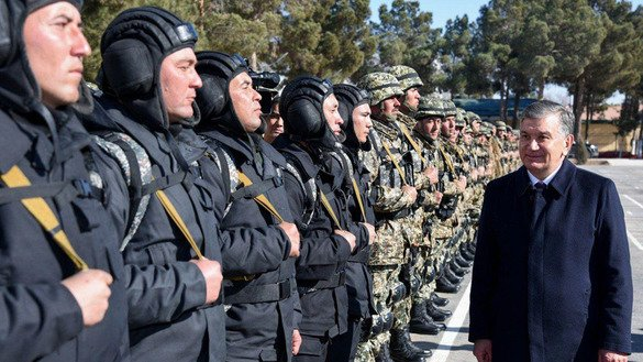 Uzbekistani President Shavkat Mirziyoyev visits a military unit in Termez near the border with Afghanistan January 20. [Uzbekistani Ministry of Defence]