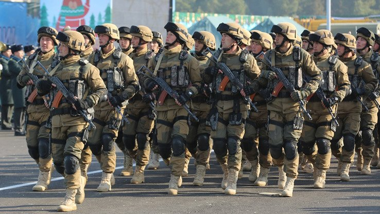 Uzbekistani troops march during Defenders of the Motherland Day in Tashkent January 12. [Uzbekistani Ministry of Defence]