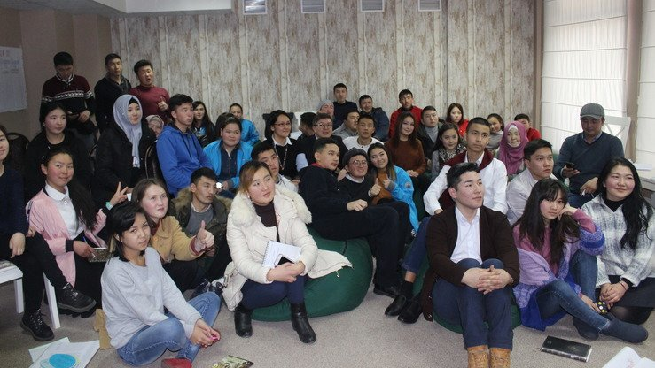 Youth from various parts of Kyrgyzstan listen to a lecture organised by the Search for Common Ground NGO in Bishkek January 26. The talk was aimed at dissuading youth from adopting radical ideas. [Asker Sultanov]
