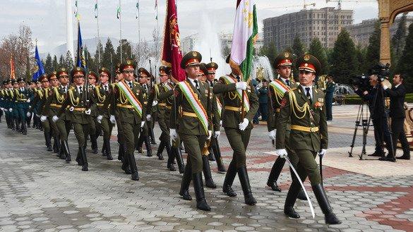 Визит президента Узбекистана Шавката Мирзиёева в Таджикистан 9-10 марта был отмечен военными фанфарами, концертом и студентами, которые выстроились на улицах Душанбе, размахивая флажками обеих стран. Об этом сообщает АФП. [Пресс-служба президента Таджикистана]