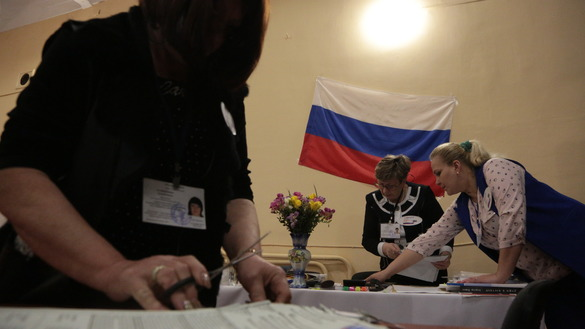 Members of a local election commission count votes during Russia's presidential election in Simferopol, Crimea, March 18. [STR/AFP]