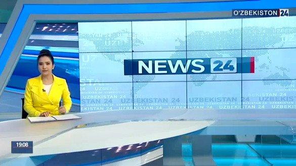 Телеведущая сообщает новости на государственном телеканале «Узбекистан 24», который транслирует некоторые передачи на английском языке. Скриншот из программы телеканала.