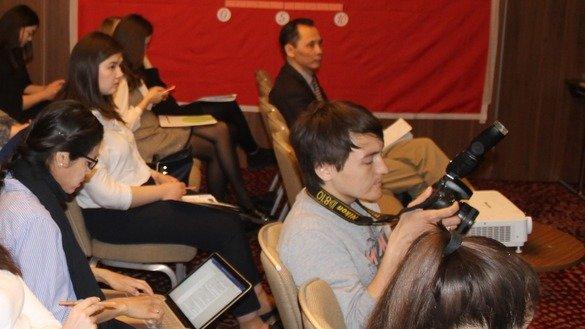 Журналисты Центральной Азии посетили презентацию финансируемого Евросоюзом проекта, направленного на повышение медиаграмотности. Кроме того, проект предусматривает проведение тренингов для журналистов на тему освещения событий, связанных с экстремизмом. 15 мая, Астана. [Айдар Ашимов]