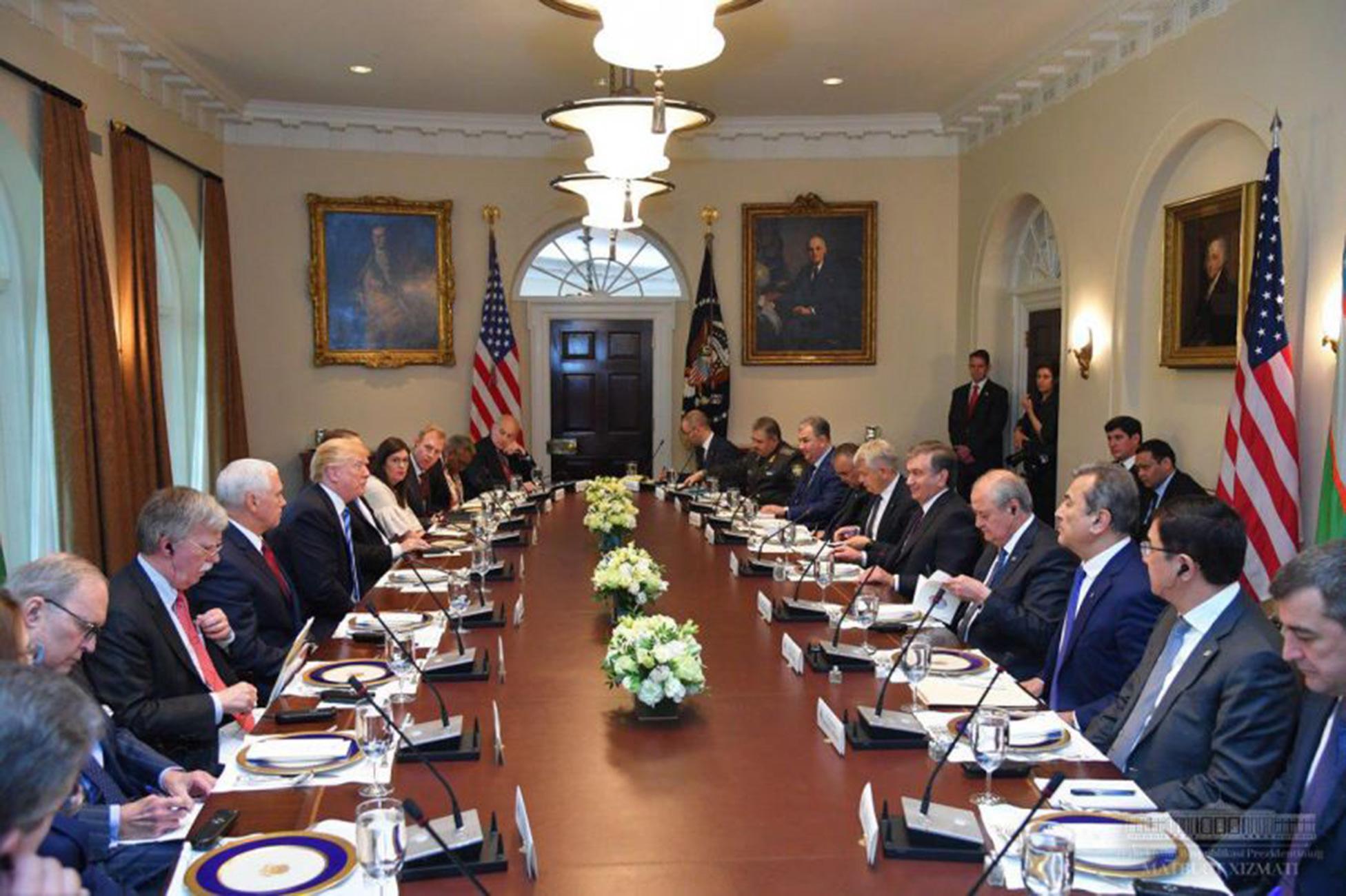 """O'zbekiston va AQSH strategik hamkorlikning """"tarixiy"""" davriga qadam qo'ymoqda"""