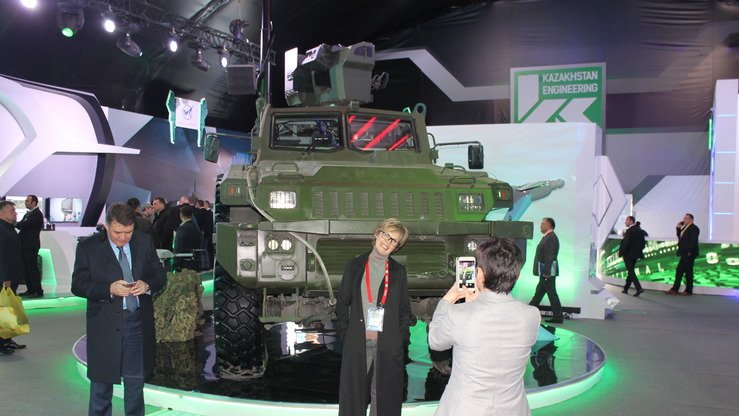 Kazakhstan Paramount Engineering presents its next-generation wheeled combat vehicle during KADEX-2018 in Astana May 24 as visitors take pictures. [Aydar Ashimov]