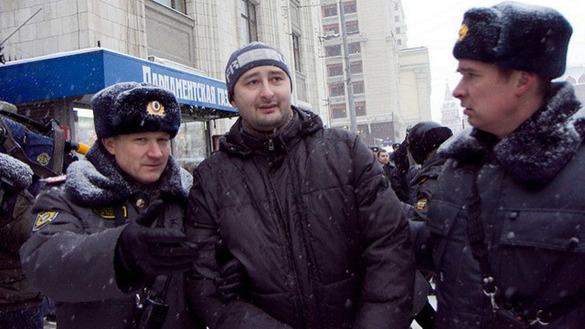 Journalist Arkady Babchenko being detained by Russian police in a photo posted to Babchenko's Facebook account December 22, 2016. [Arkady Babchenko]