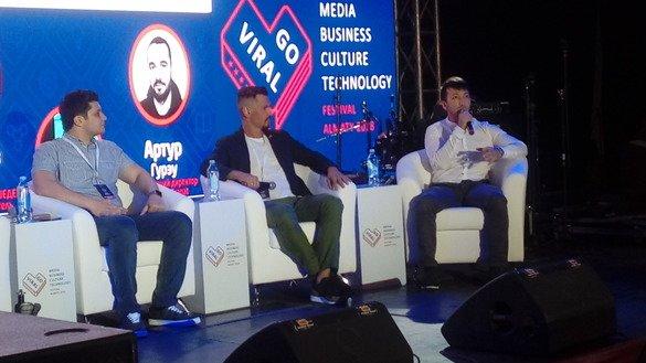 Специалисты в области цифровых технологий отвечают на вопросы аудитории на фестивале Go Viral. Алматы, 17 июня. [Ксения Бондал]