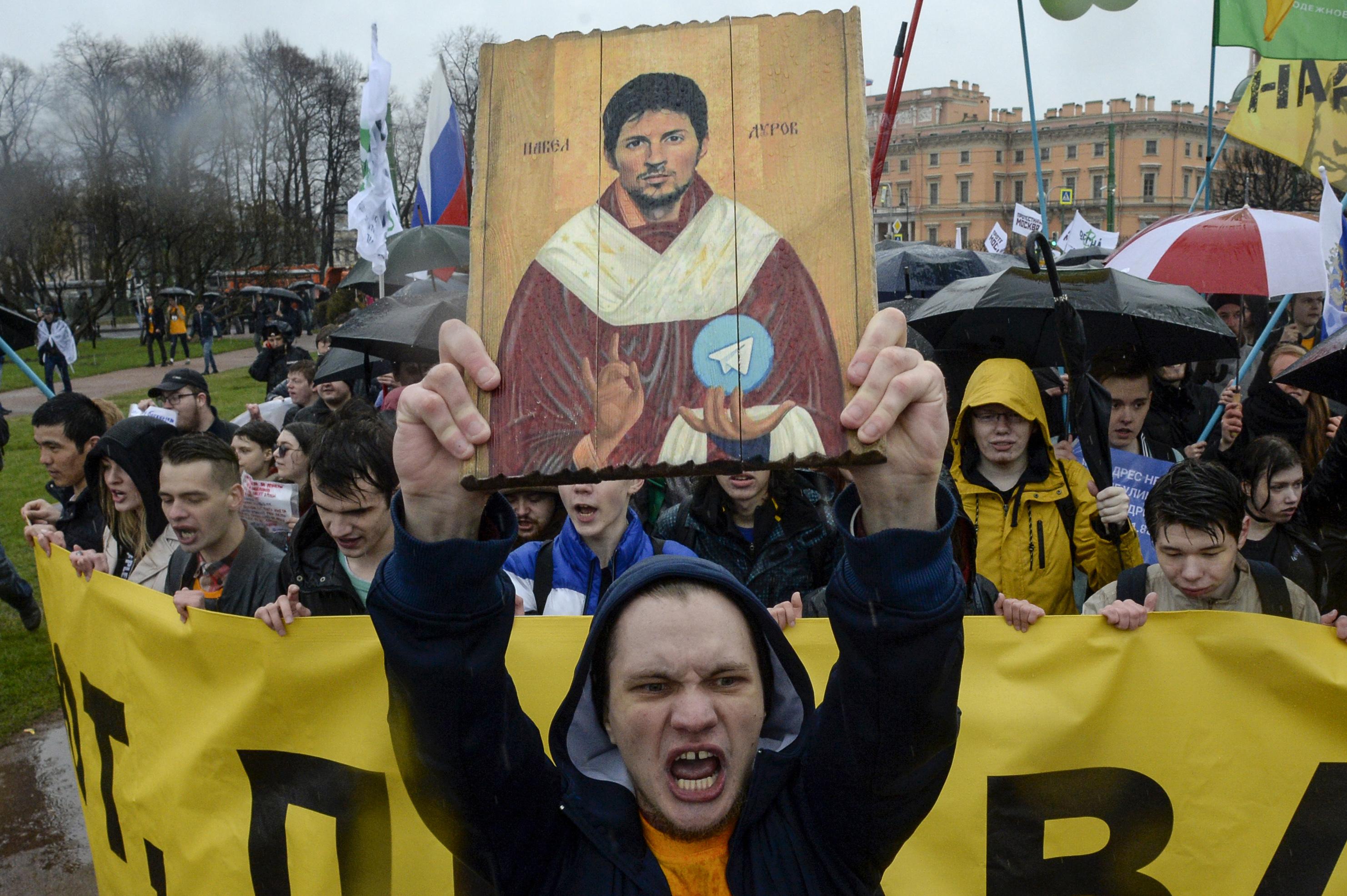 Qozoqlar Rossiyaning davomli senzura harakatlarini qoralamoqda