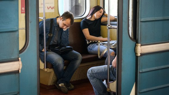 Commuters sleep in a metro car in Moscow on May 23, 2018. [Mladen Antonov / AFP]