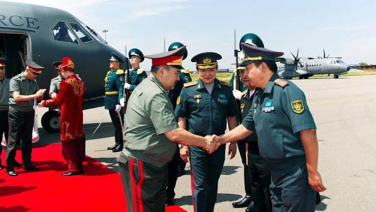 An Uzbek military delegation arrives in Almaty July 13. [Kazakh Ministry of Defence ]