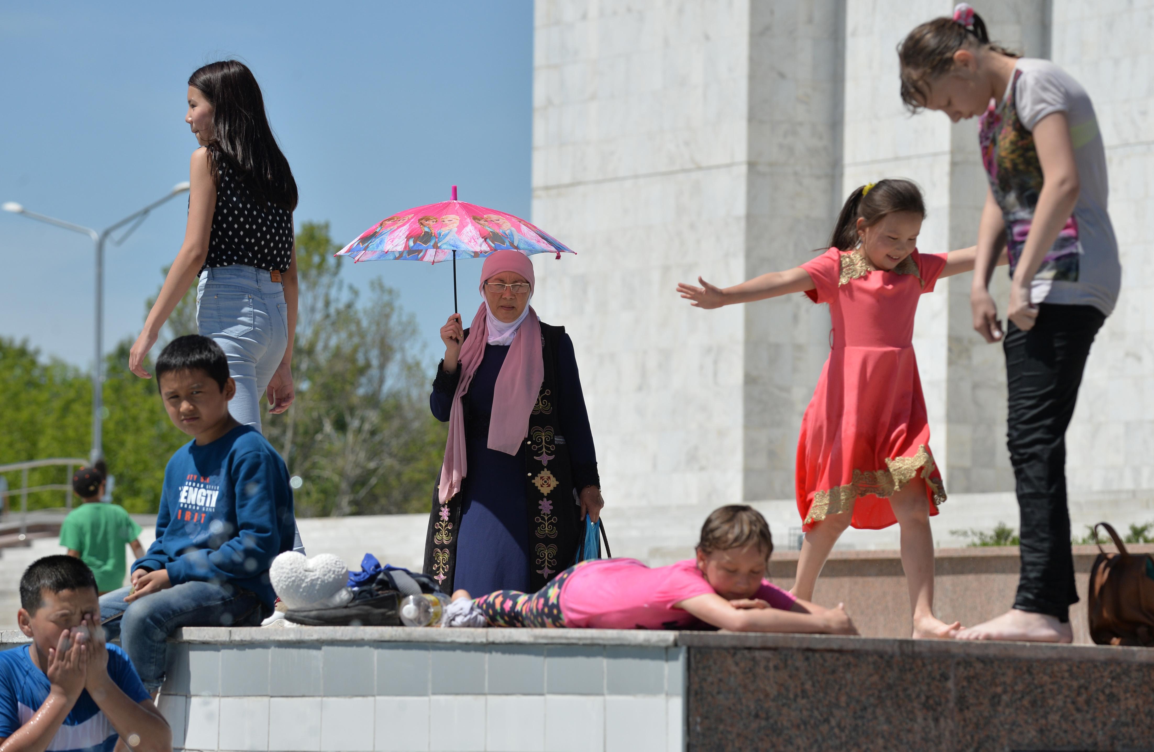 «Боламни мактабга қабул қилинг»: Қирғизистонда ҳар йилги акция бошланди