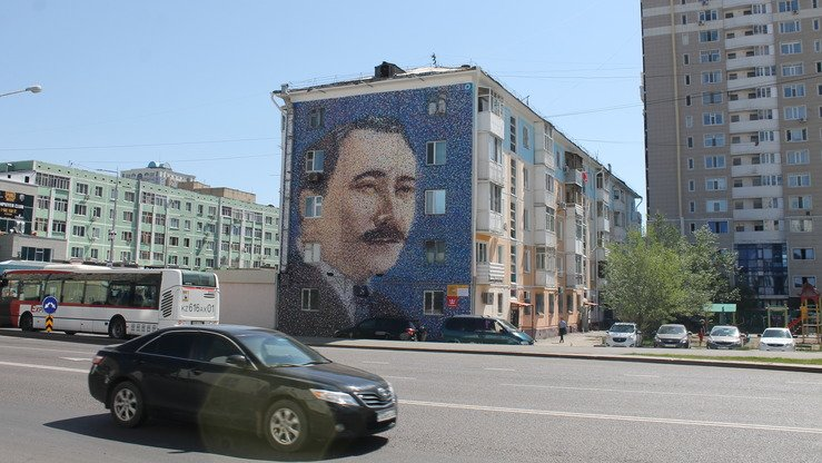 Saken Seifullin, a Kazakh poet and writer (1894-1939), is shown in an Astana mural photographed August 14. [Aydar Ashimov]