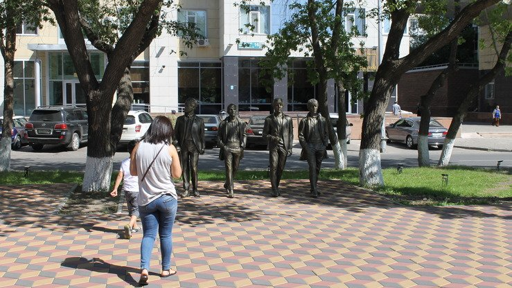 The murals are not the only art on the Astana streets. This picture taken August 14 shows a statue of the Beatles, situated near the Ishin River embankment. [Aydar Ashimov]