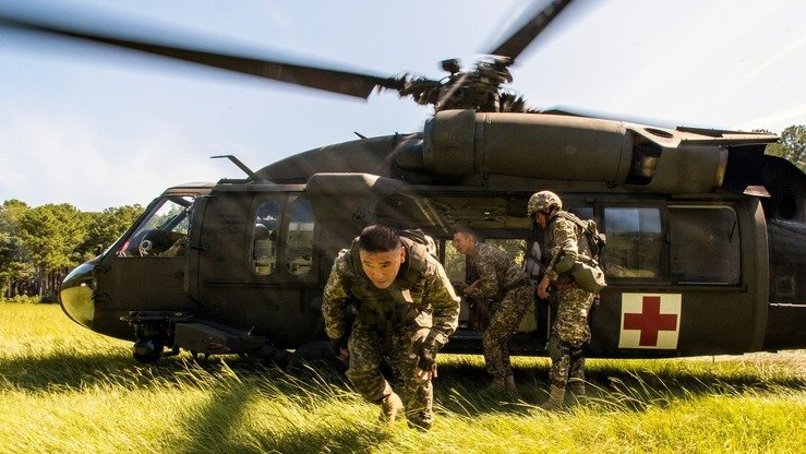A US Army helicopter crew provides medevac support during Steppe Eagle 2018 exercises at McCrady Training Centre August 17. [US Army National Guard]