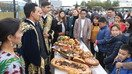 Suratlarda: Ostonadagi festivalda o'zbek milliy taomlari namoyish etildi