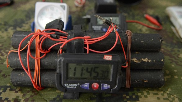 The OSCE September 13 concluded the 10th regional workshop in Astana on explosive hazard reduction and response in Central Asia. An improvised explosive device is shown December 30, 2015, in Medellin, Colombia. [Leon Monsalve/AFP]