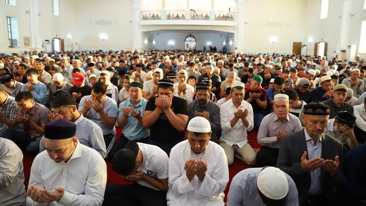 Muslims pray at a mosque in Mangystau Province in July. [Spiritual Administration of Muslims of Kazakhstan]